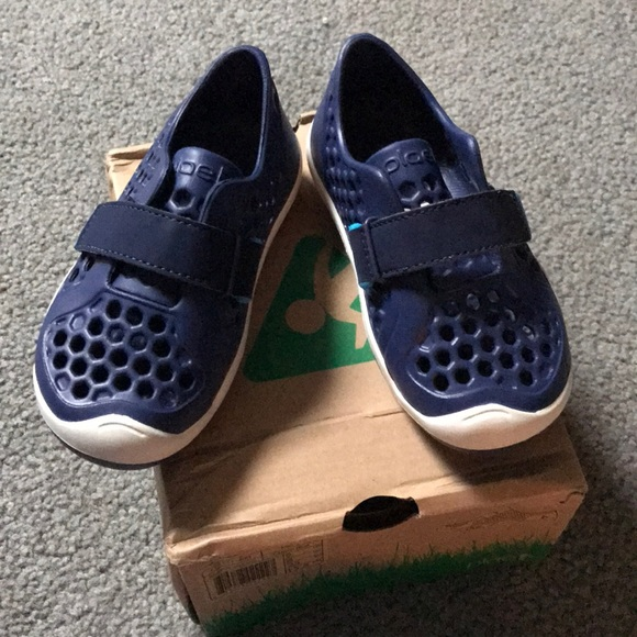 656a410e81c7 ☀️bnib boys PLAE water shoes